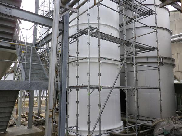 化学工場 サイロ